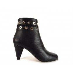 ry boots rivets
